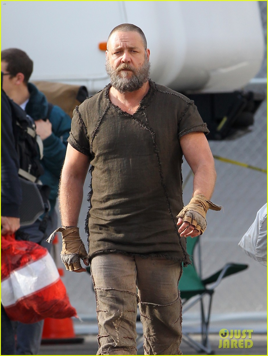 emma watson noah set with russell crowe 09