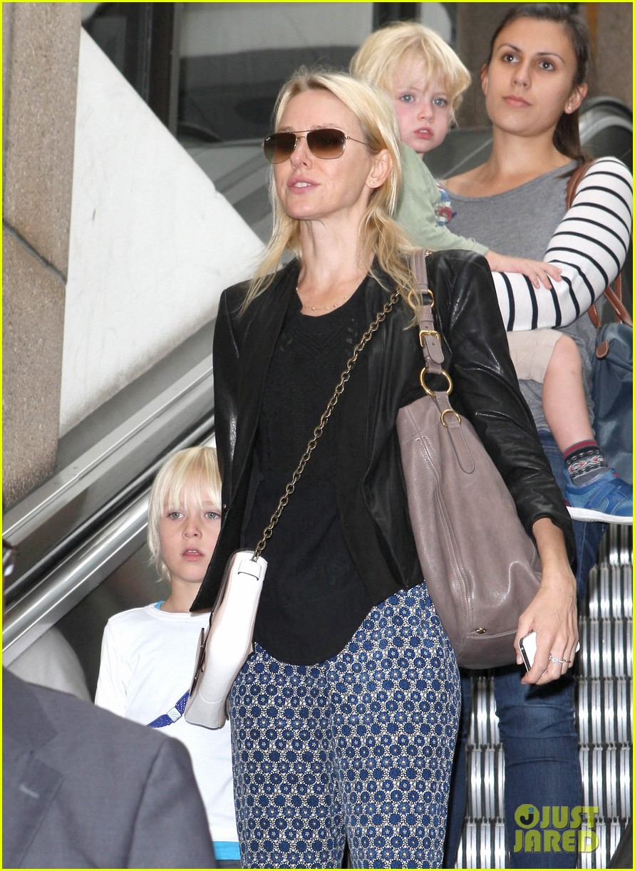 naomi watts flies the skies with sasha samuel 112742061