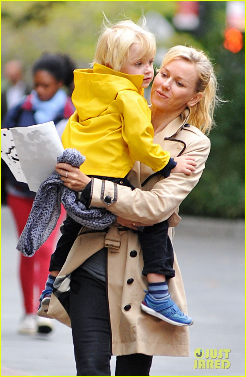 naomi watts liev schreiber family time big apple 03