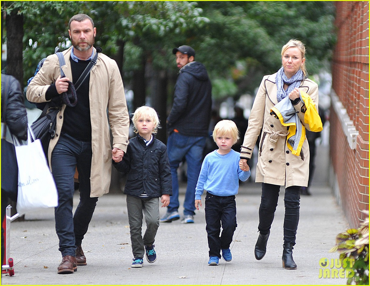 naomi watts liev schreiber family time big apple 04