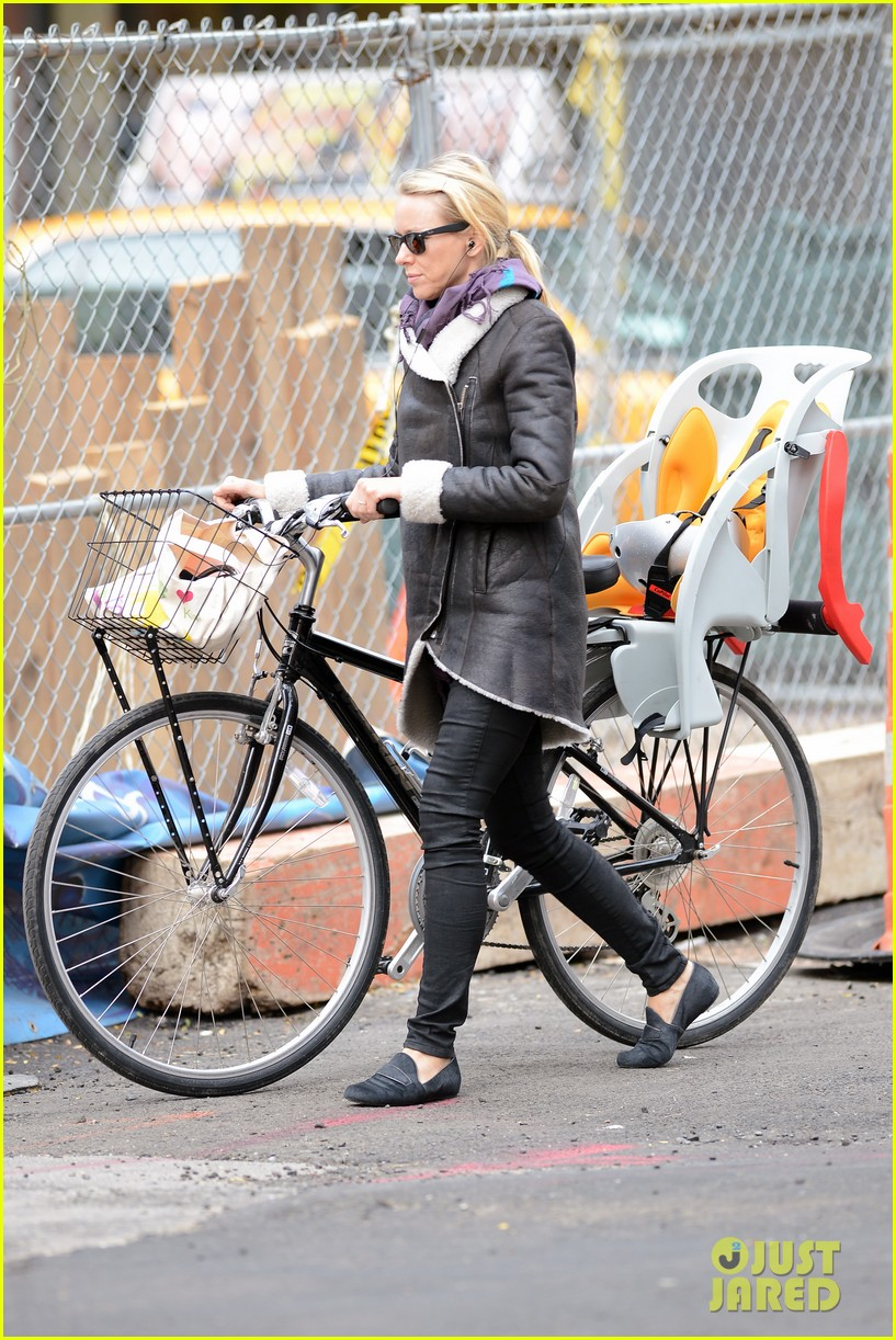 naomi watts bike ride in big apple 20