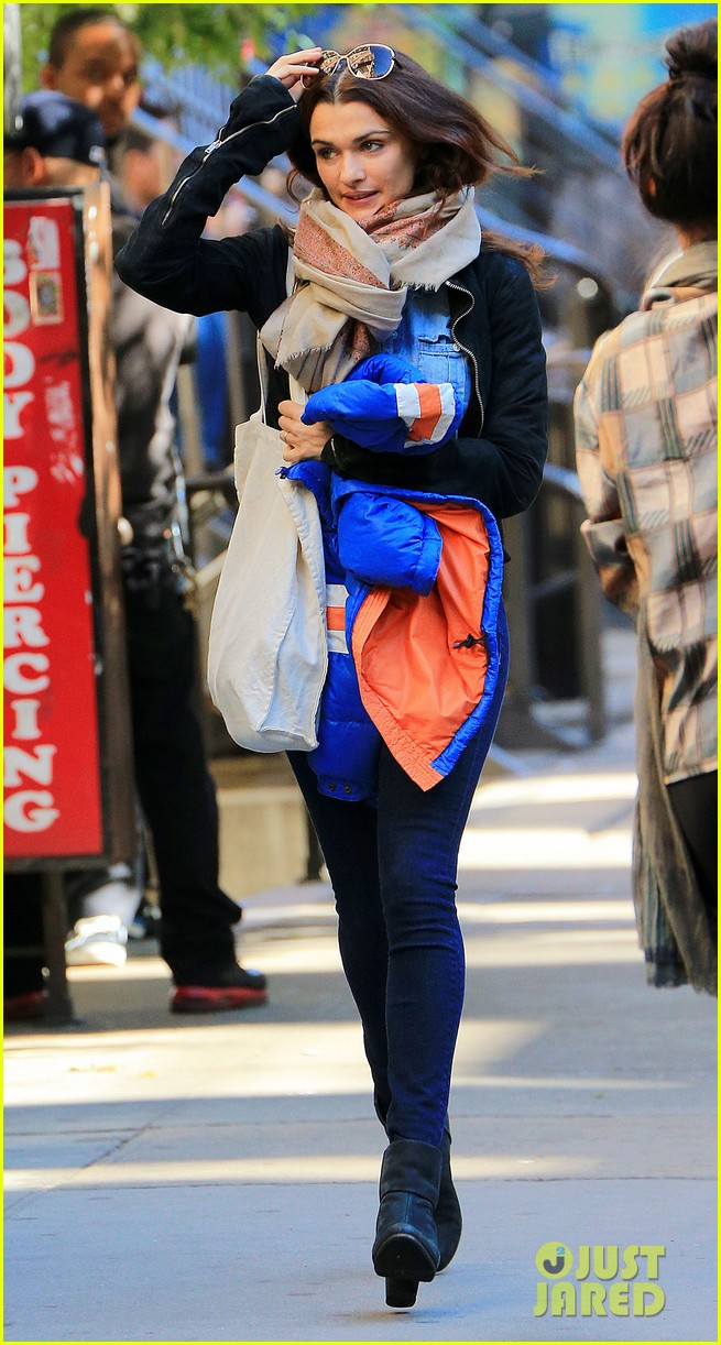 rachel weisz on the move in nyc 04