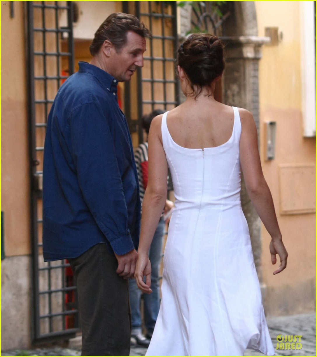 olivia wilde the third person set with liam neeson 19