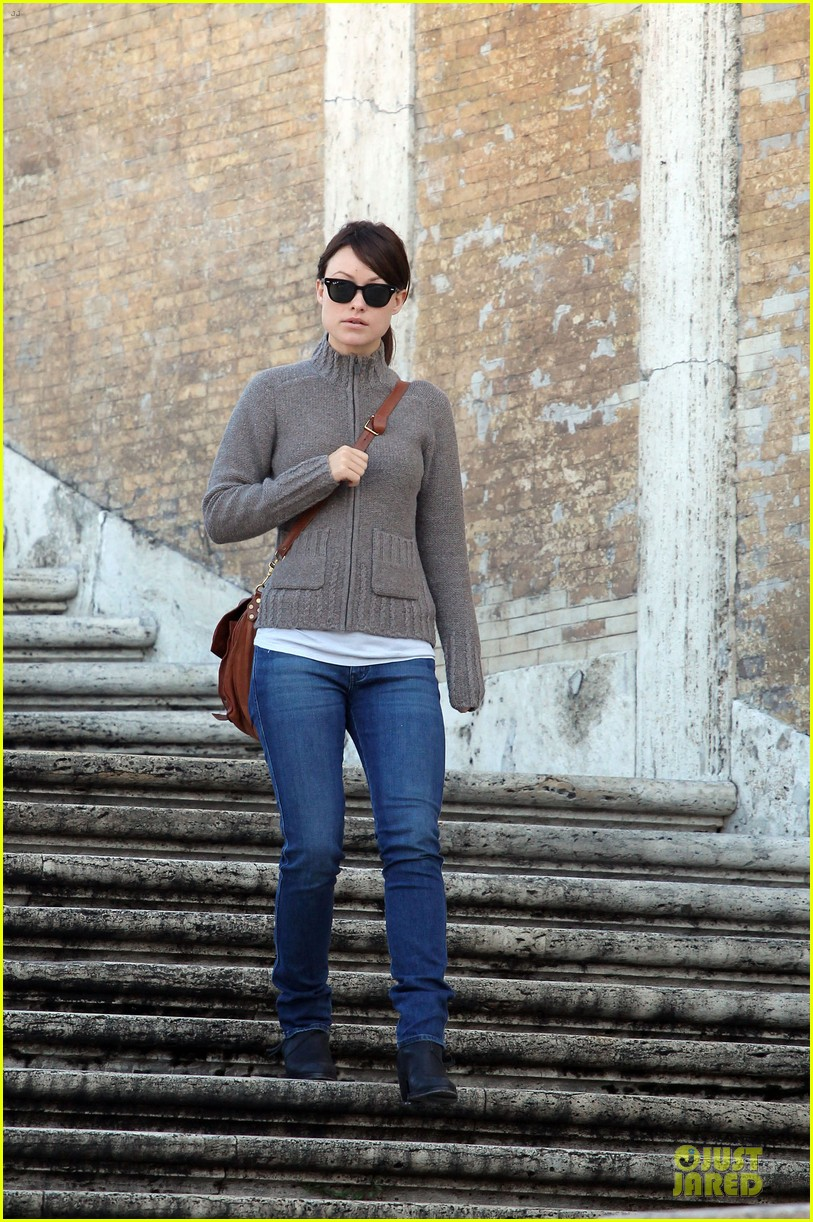 olivia wilde saturday night live viewing in italy 032738352