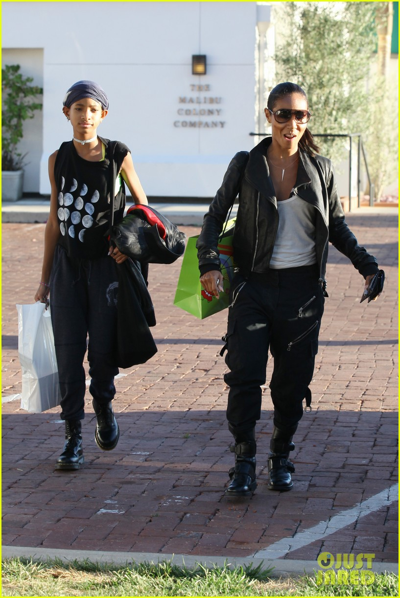 willow smith tra di noi lunch with mom jada 01