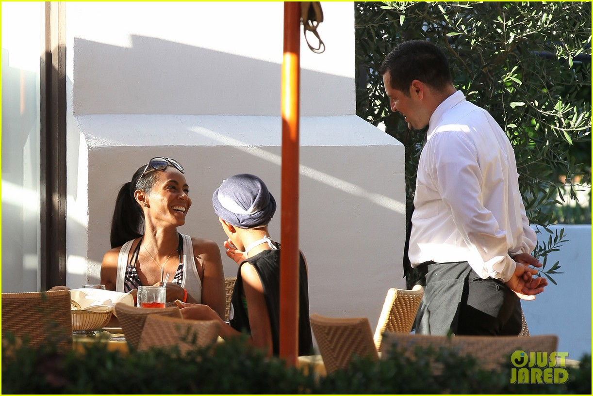 willow smith tra di noi lunch with mom jada 08