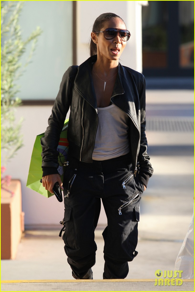 willow smith tra di noi lunch with mom jada 19
