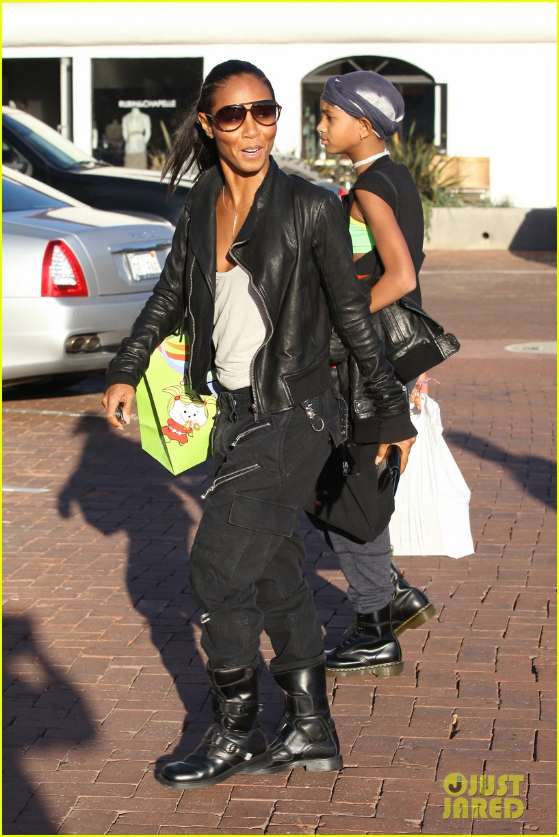 willow smith tra di noi lunch with mom jada 23