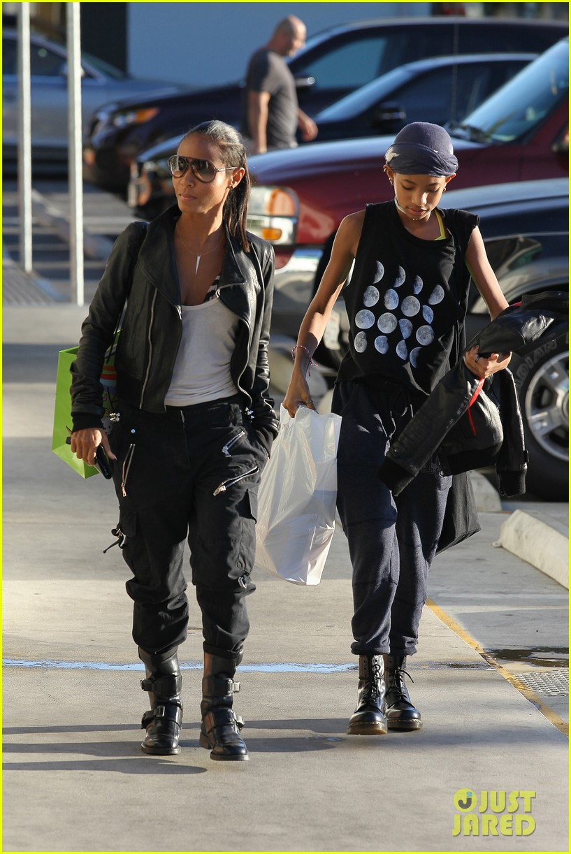 willow smith tra di noi lunch with mom jada 252739793