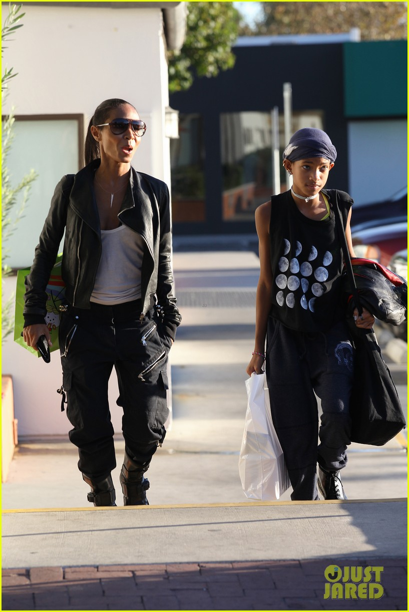 willow smith tra di noi lunch with mom jada 26