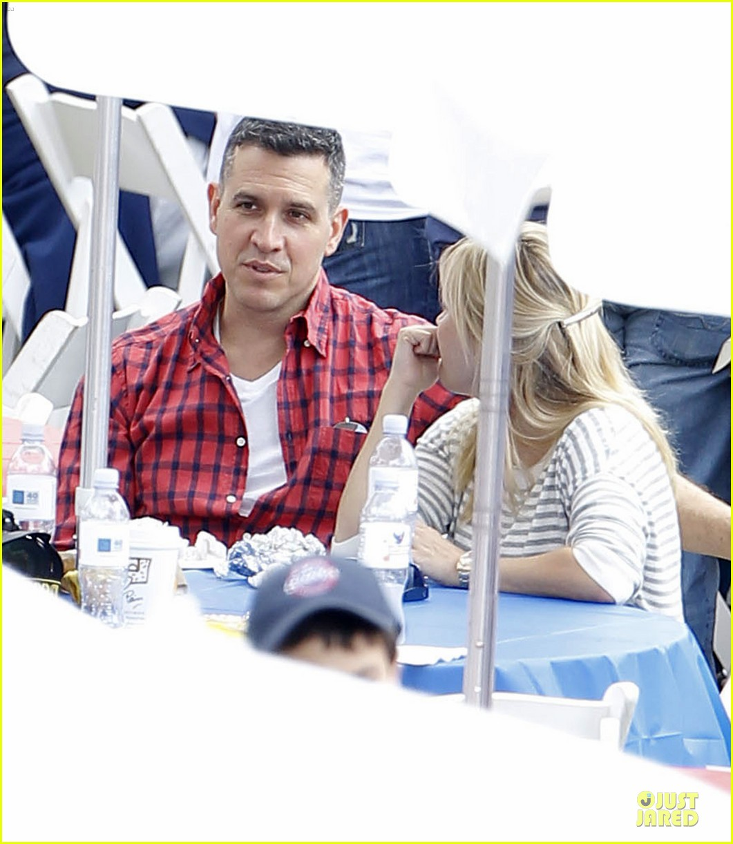 reese witherspoon jim toth carnival couple in brentwood 07