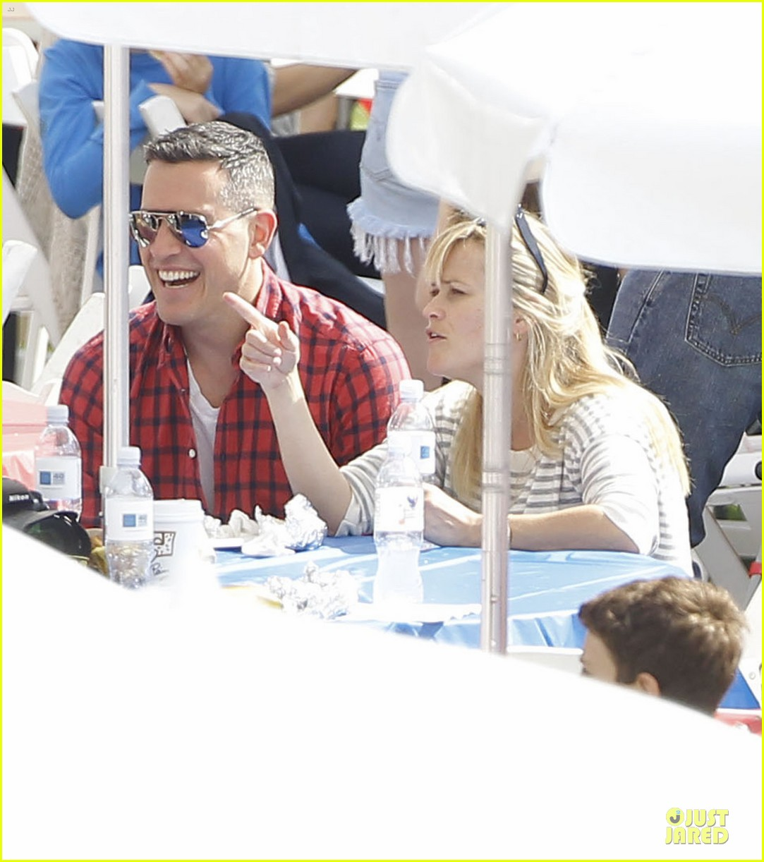 reese witherspoon jim toth carnival couple in brentwood 102742270