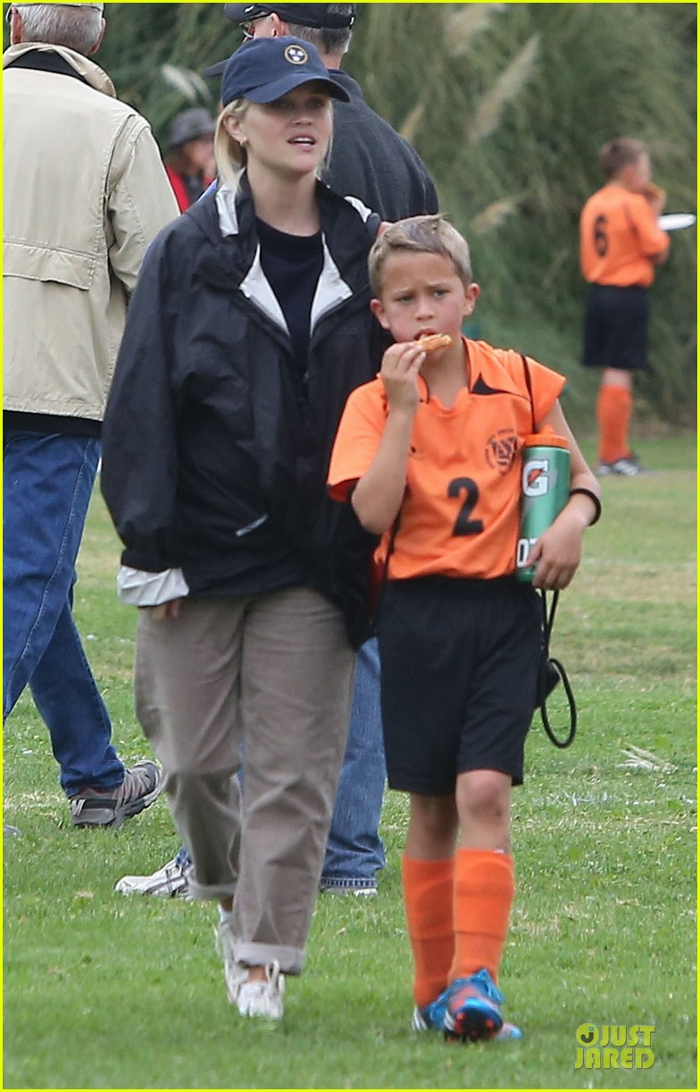 reese witherspoon jim toth deacons soccer game 01