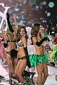 adriana lima alessandra ambrosio victorias secret fashion show 2012 27