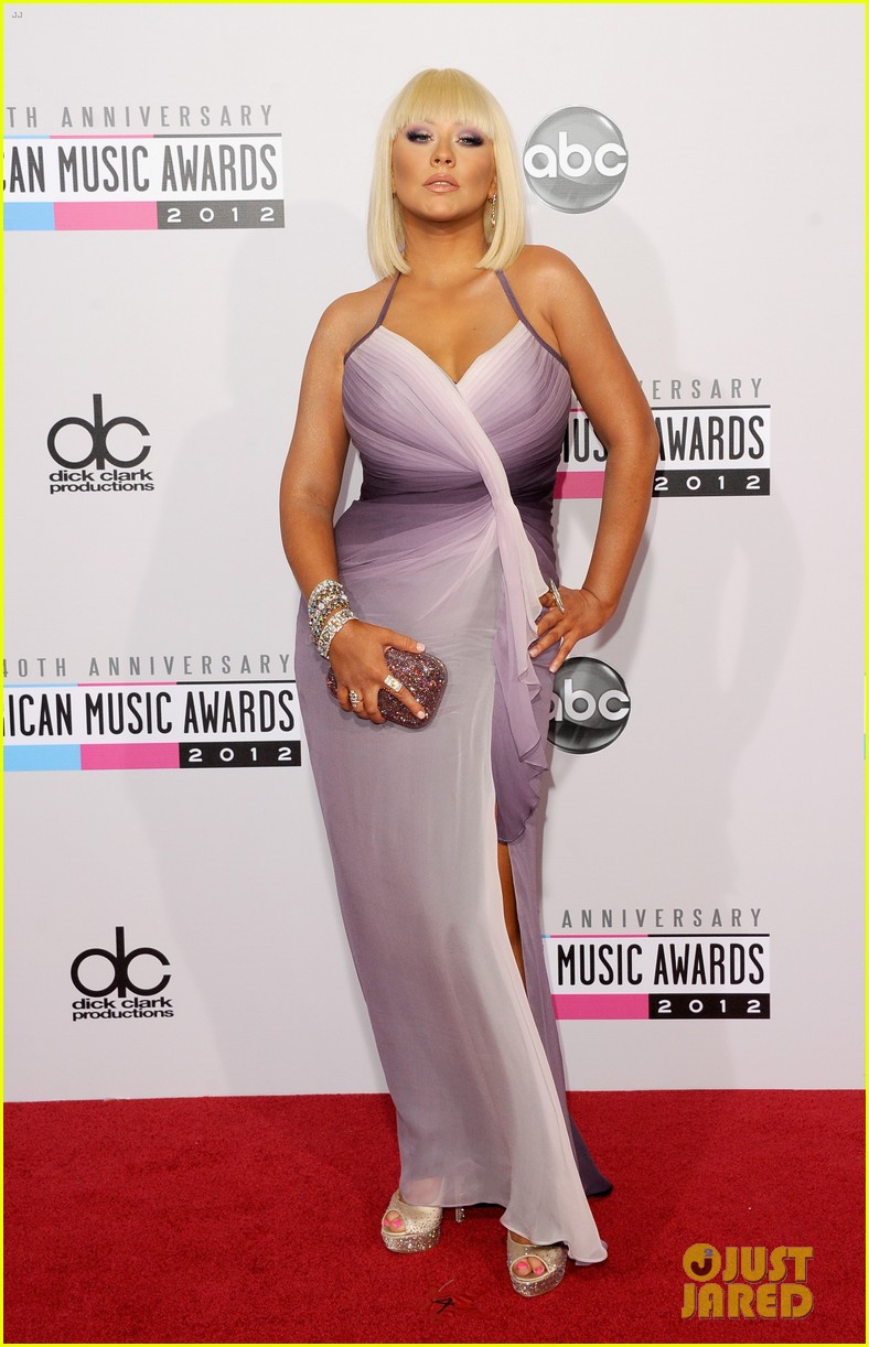 christina aguilera amas 2012 red carpet 01