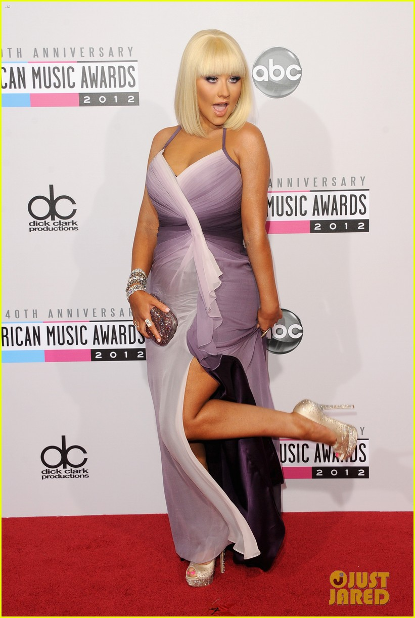 christina aguilera amas 2012 red carpet 03