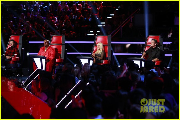 christina aguilera blake shelton just a fool performance on the voice 092761288