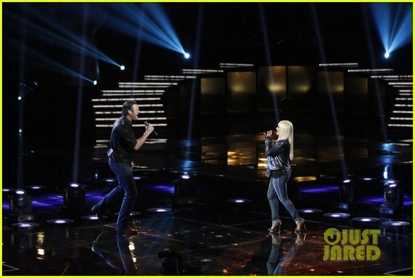 christina aguilera blake shelton just a fool performance on the voice 102761289