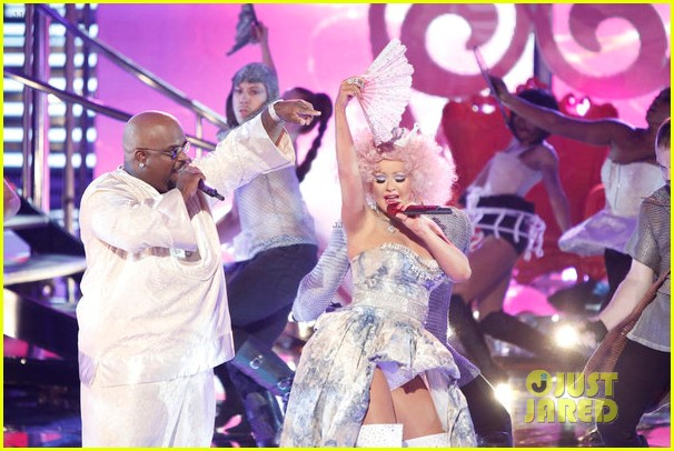 christina aguilera cee lo green make the world movie performance on the voice 07