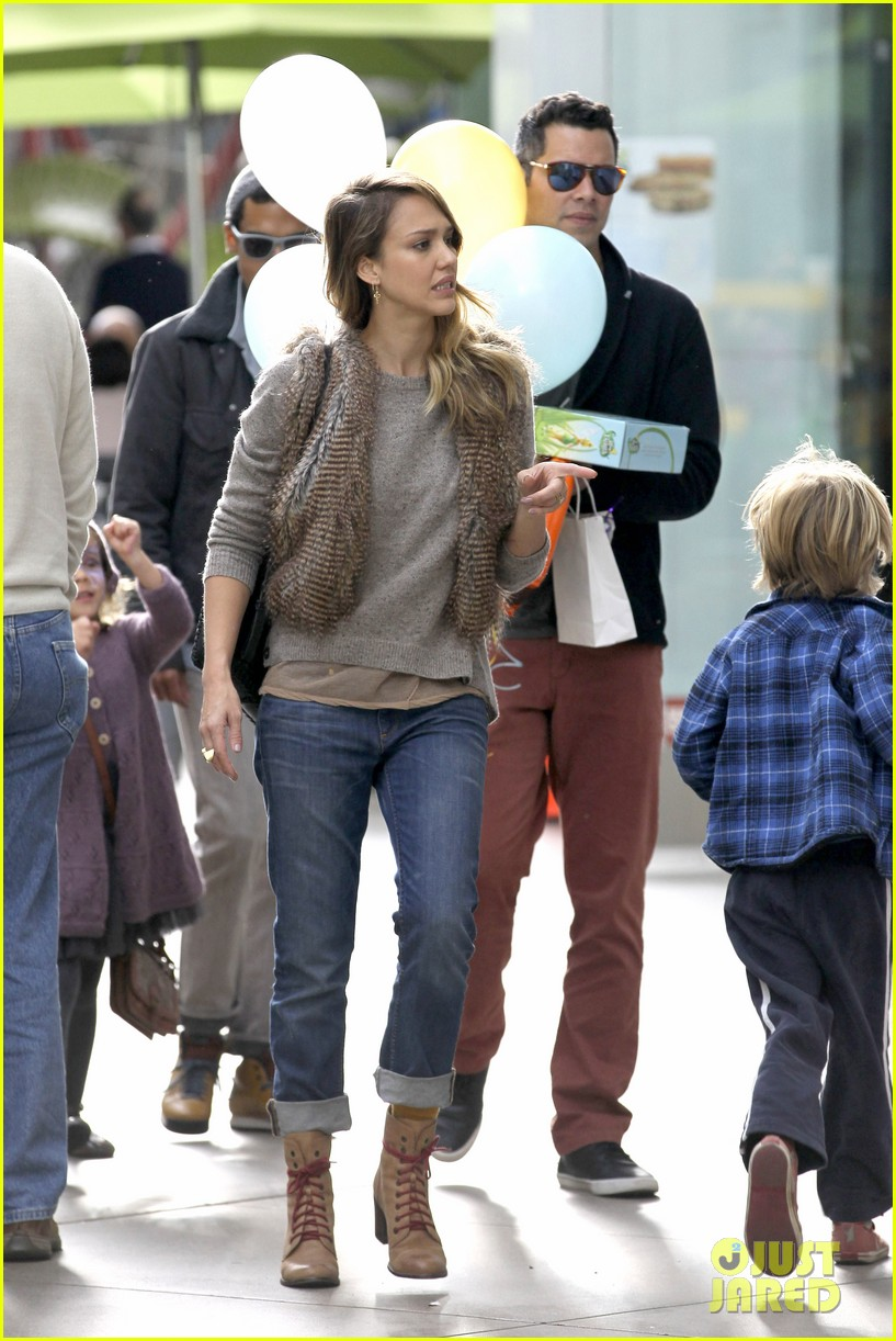 jessica alba cash warren giggles n hugs with honor 10