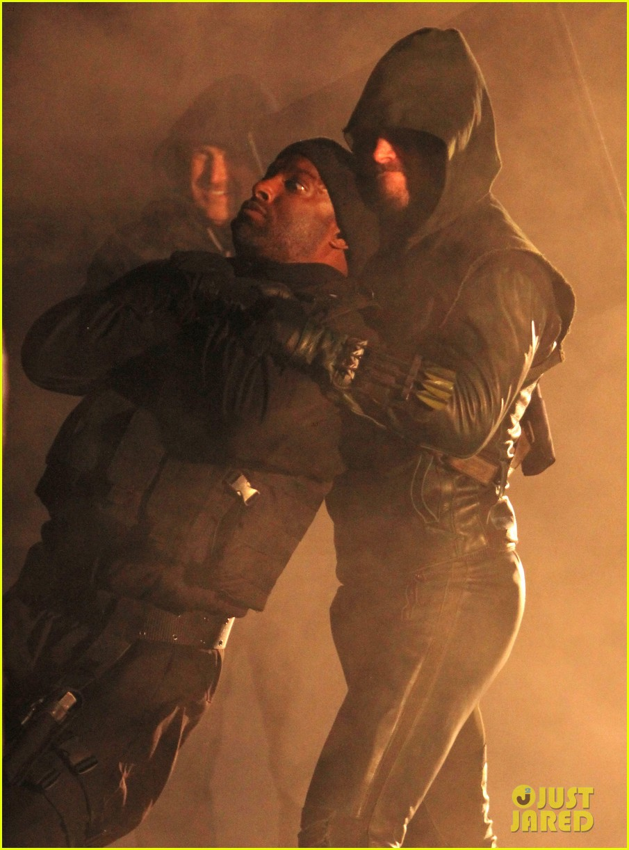 stephen amell arrow fight scenes 01