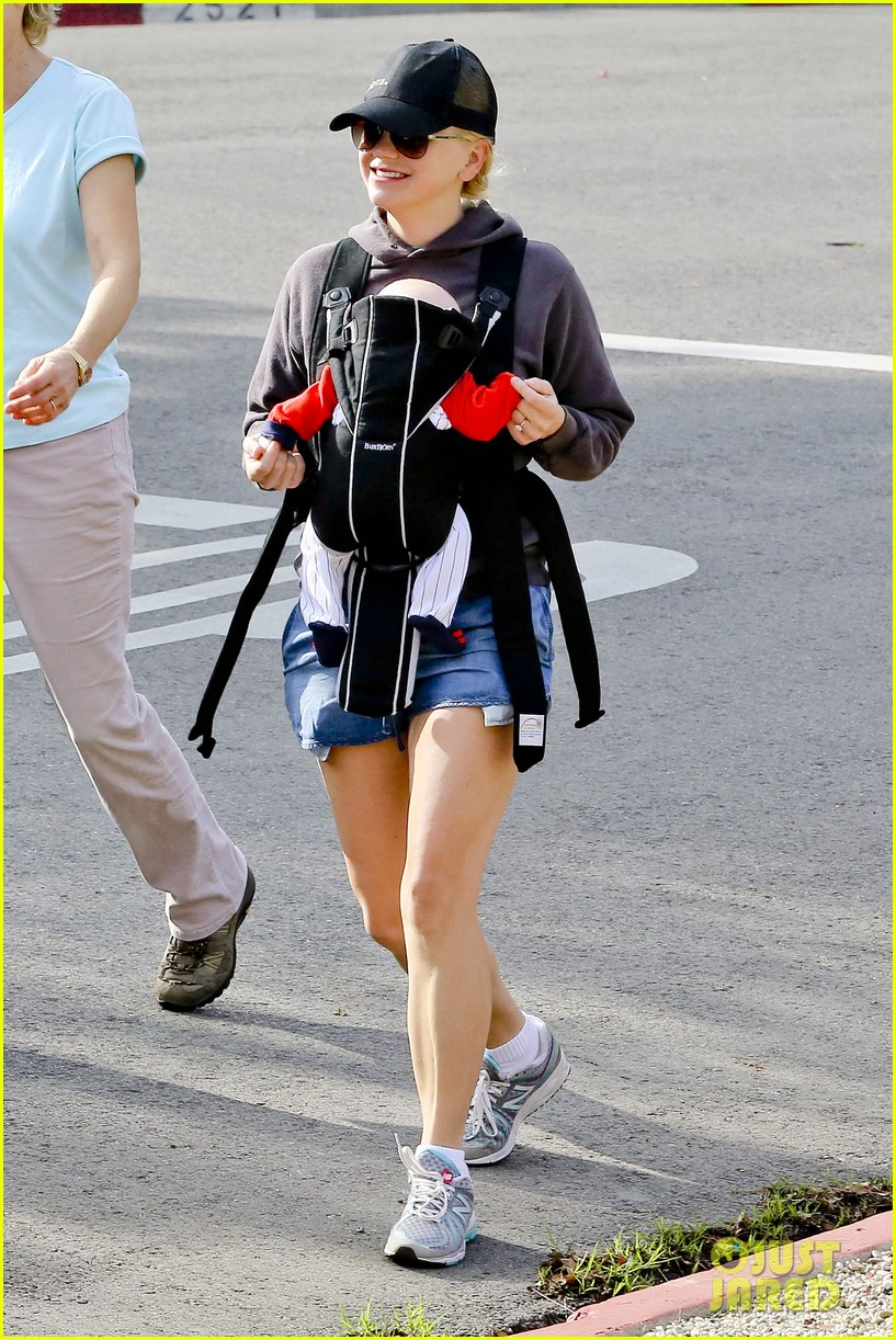 anna faris family walk with baby jack 192765631
