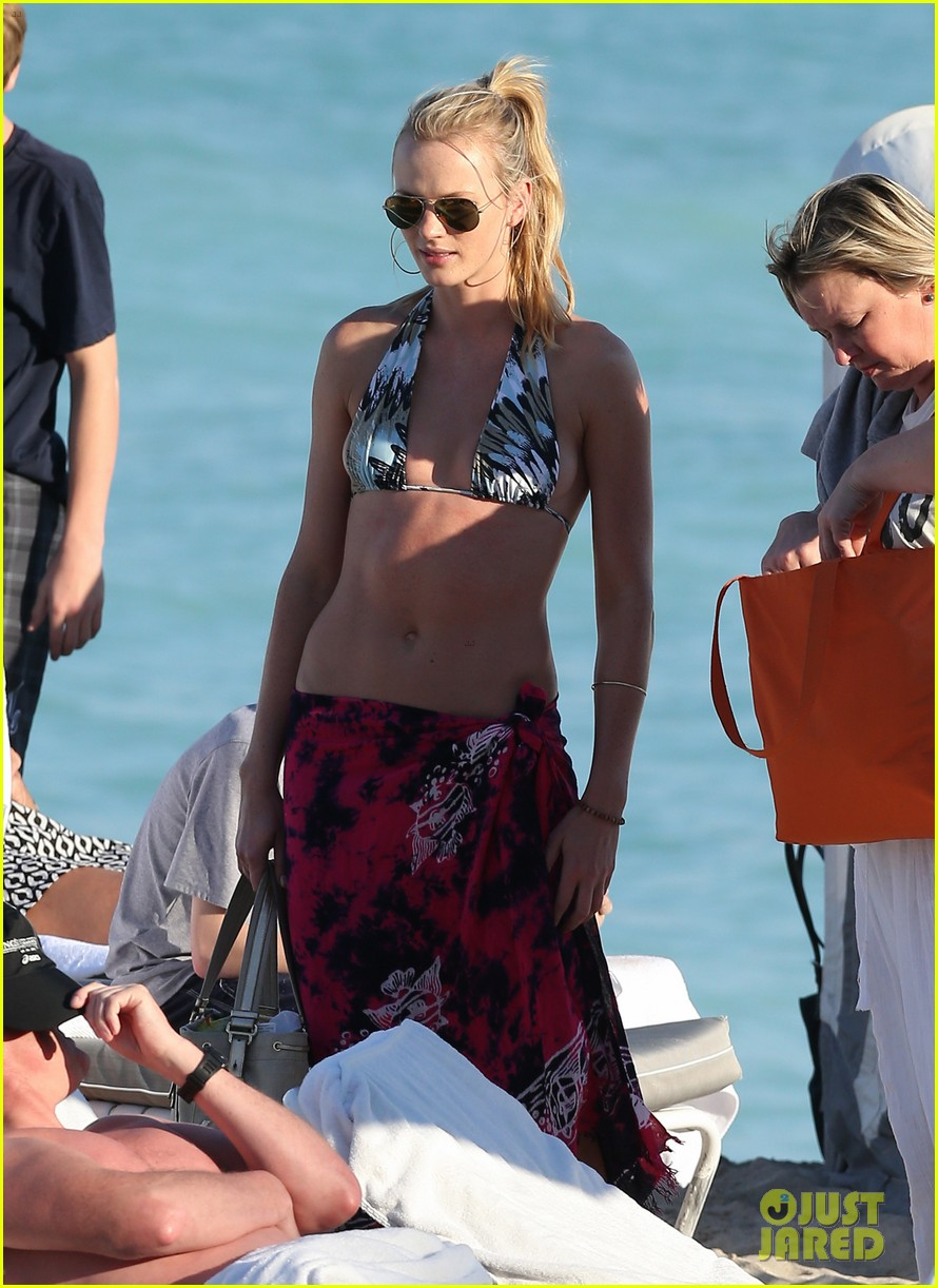 anne v dual bikinis in miami beach 15