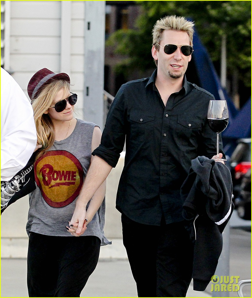 avril lavigne accompanies fiance chad kroeger on tour 352762850