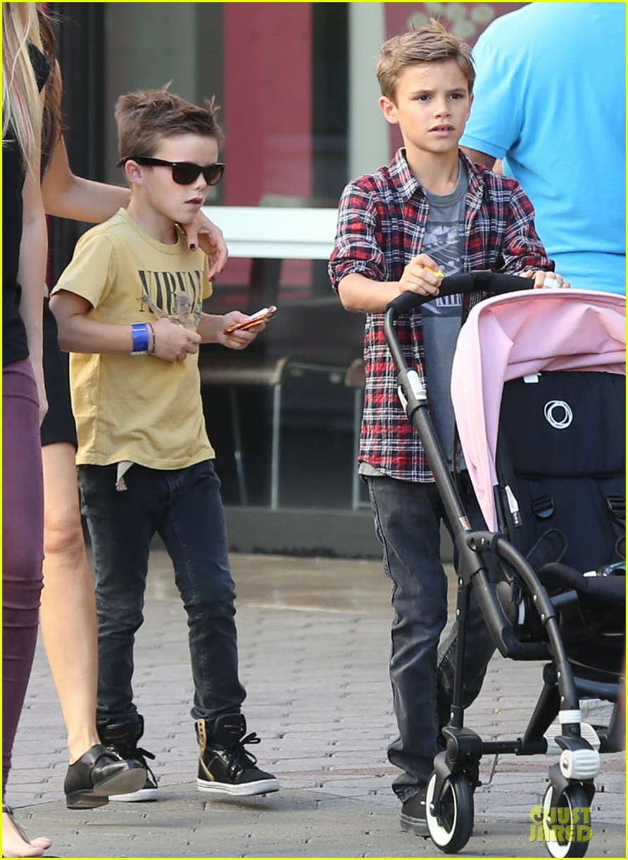 victoria beckham universal city walk with the kids 01
