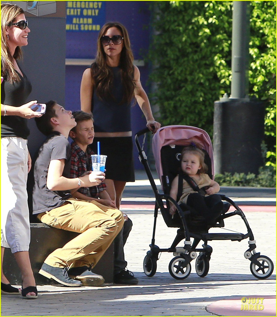 victoria beckham universal city walk with the kids 12