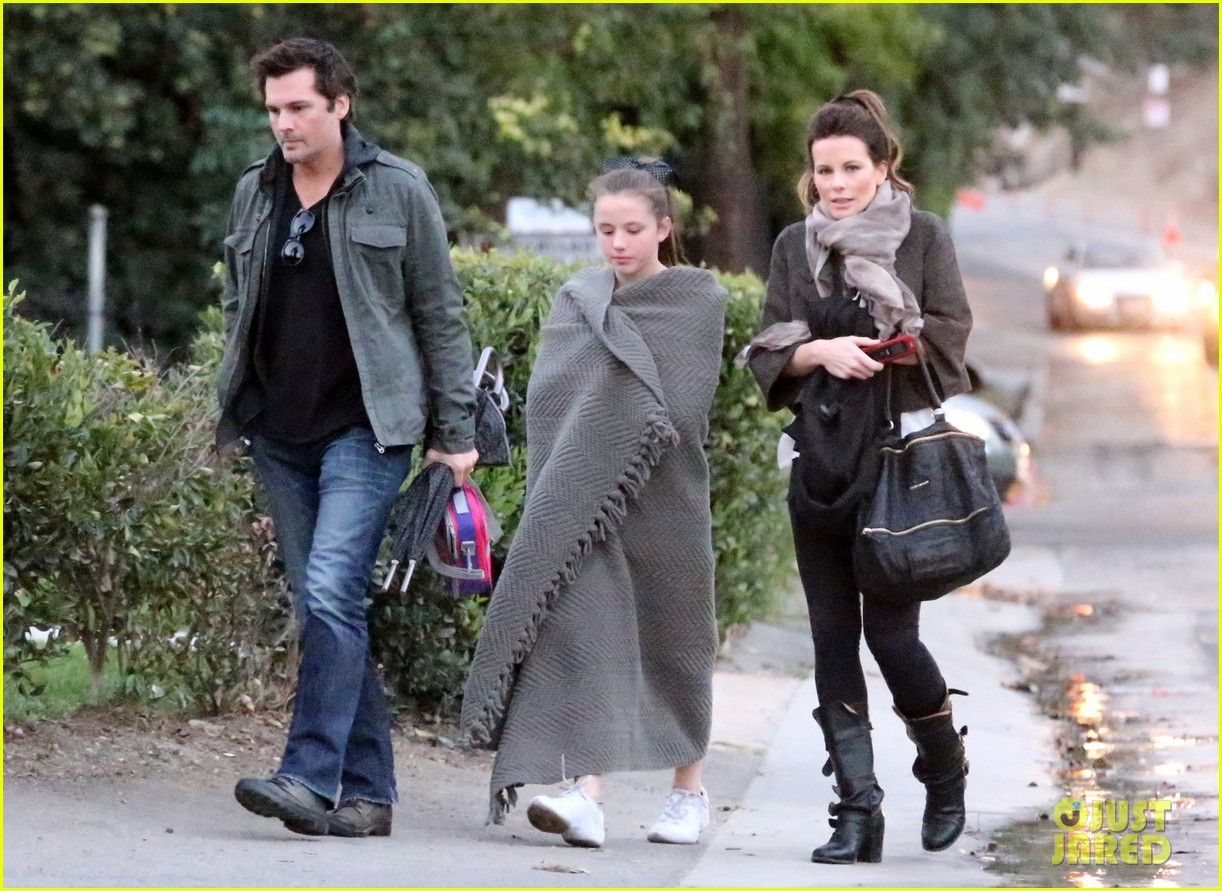 kate beckinsale family football game 02