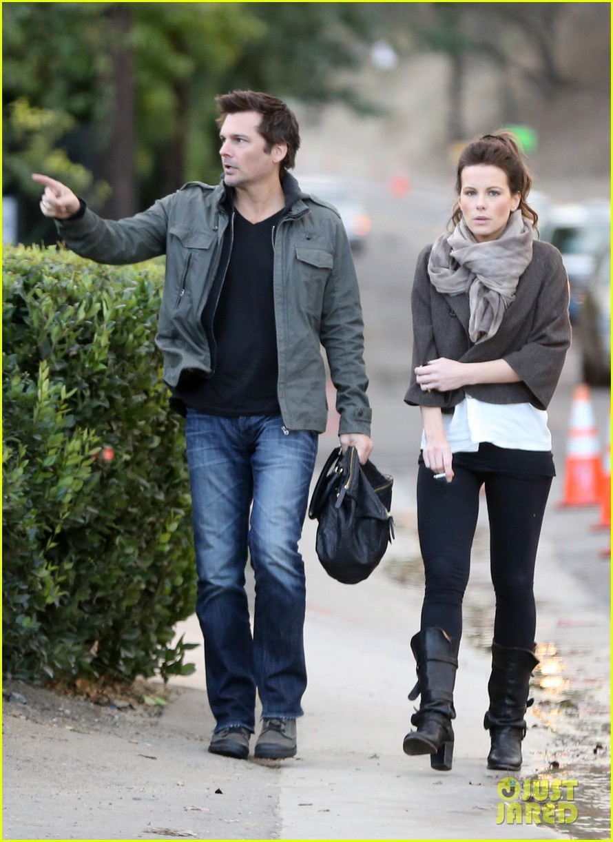 kate beckinsale family football game 09