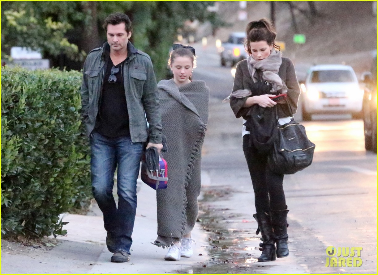 kate beckinsale family football game 11