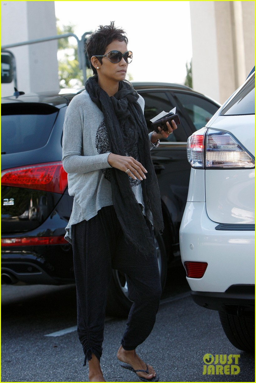 halle berry olivier martinez early thanksgiving party nahla aubry 12