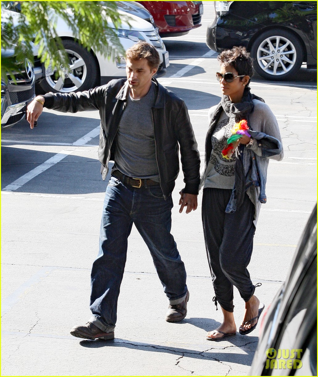 halle berry olivier martinez early thanksgiving party nahla aubry 182762288