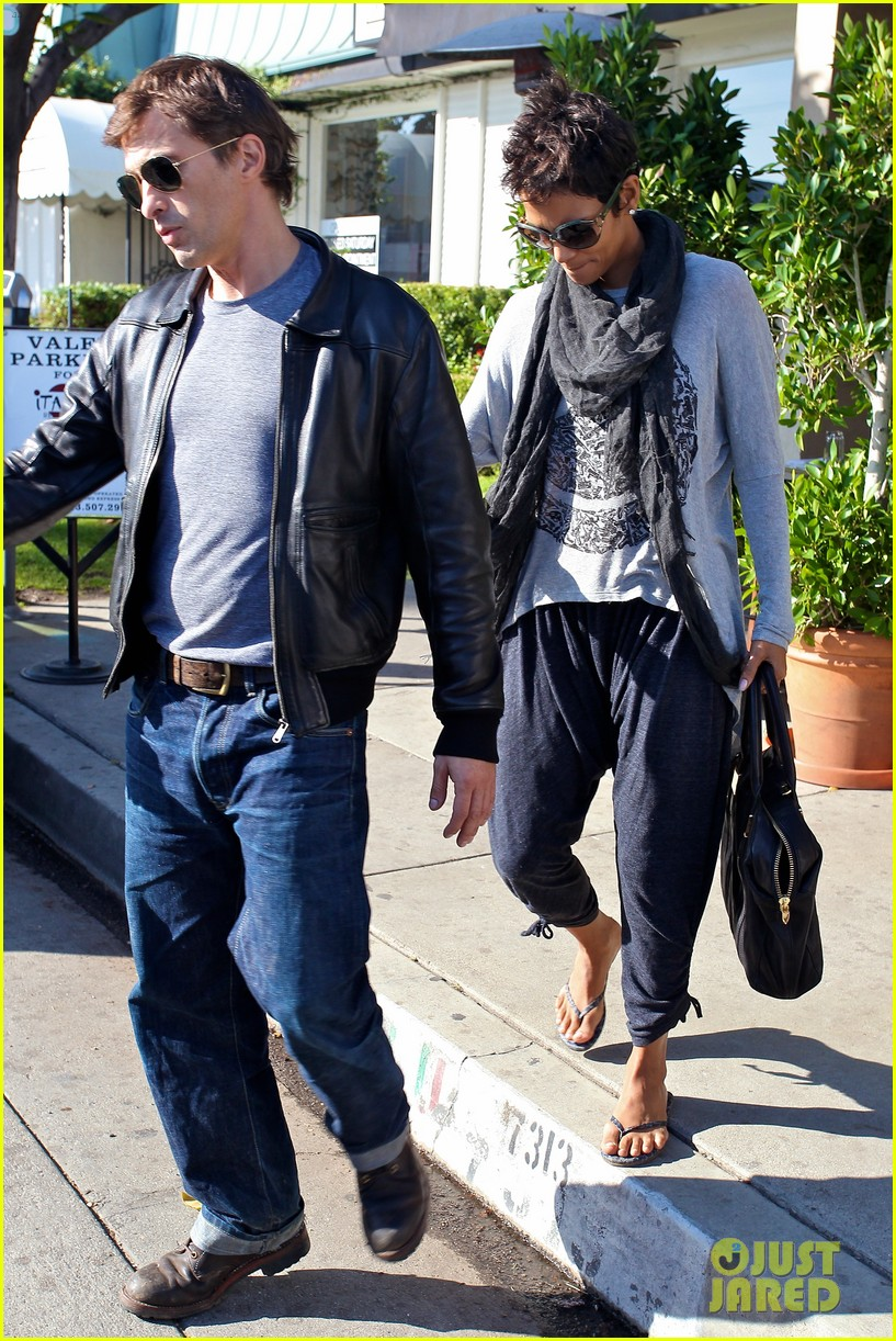 halle berry olivier martinez early thanksgiving party nahla aubry 25