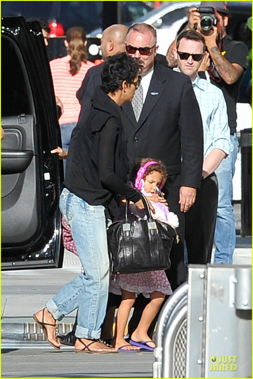 halle berry post thanksgiving theater show 112763042