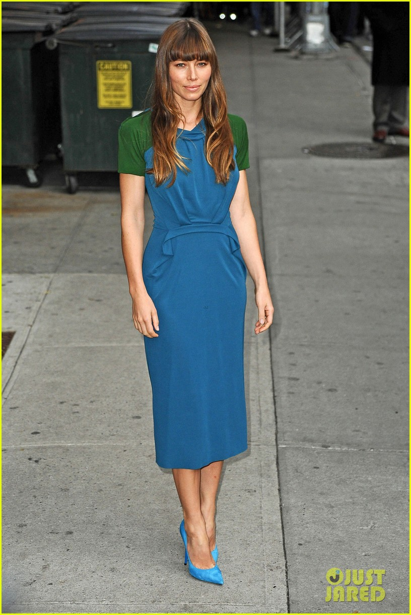 jessica biel promotes hitchock on letterman 01