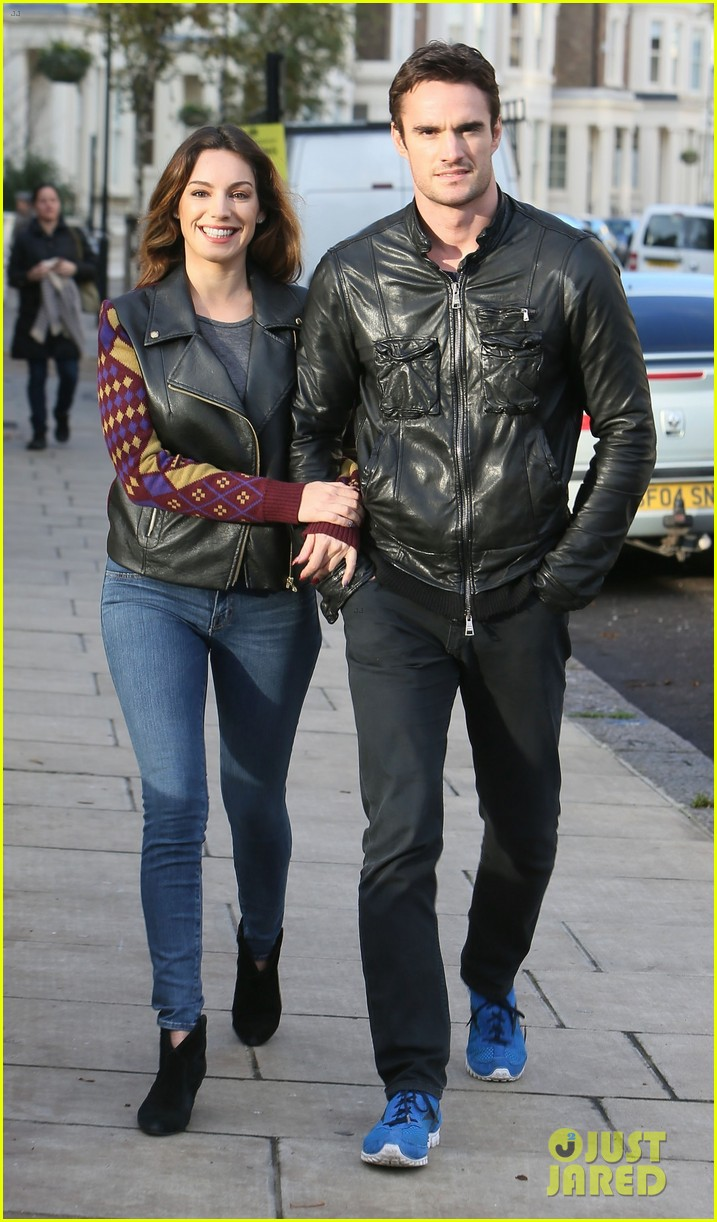 kelly brook birthday stroll with boyfriend 092762990