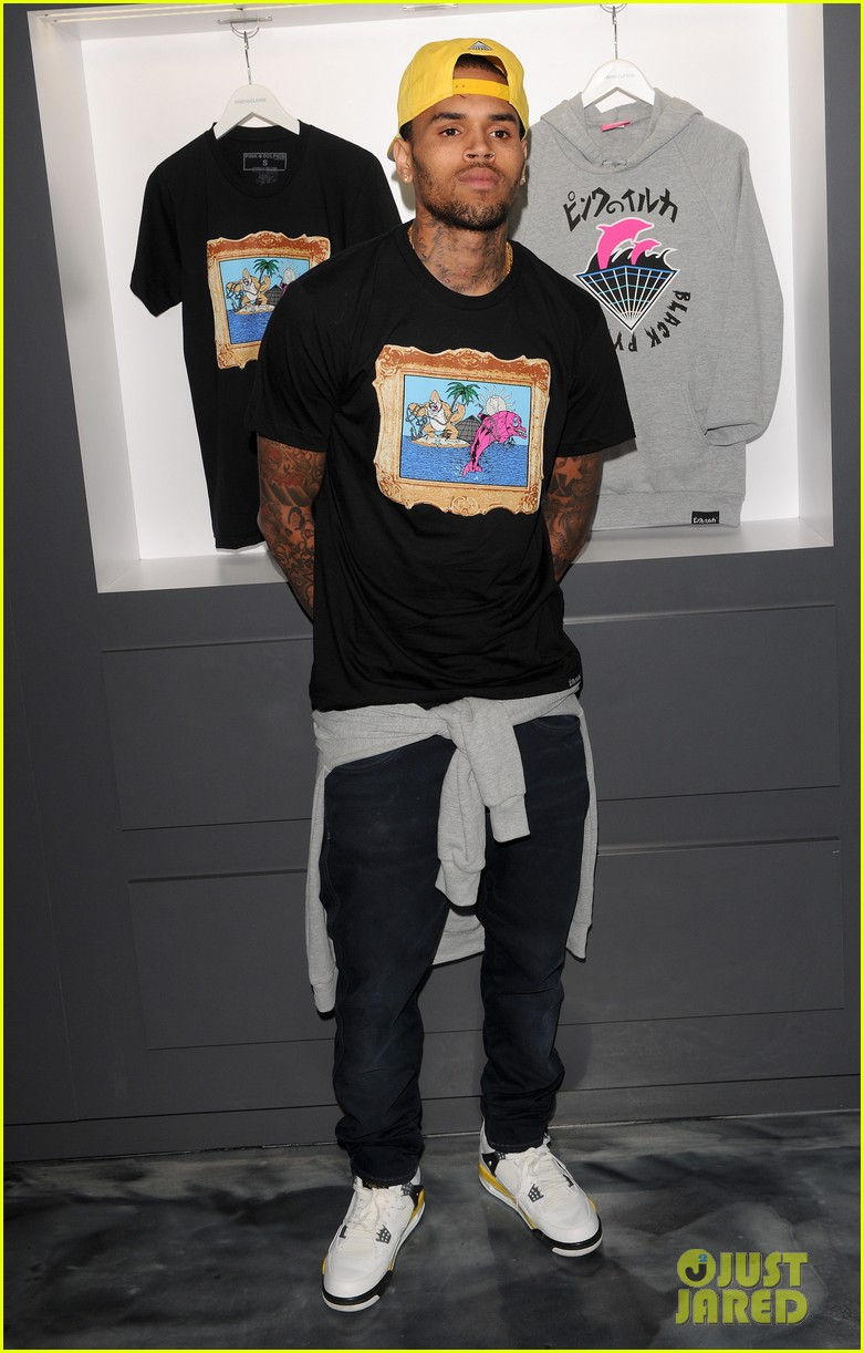 chris brown pink dolphin in store meet and greet13