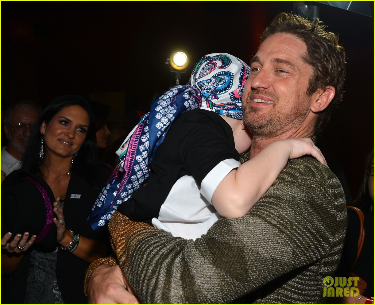 gerard butler playing for keeps childrens hospital screening 20
