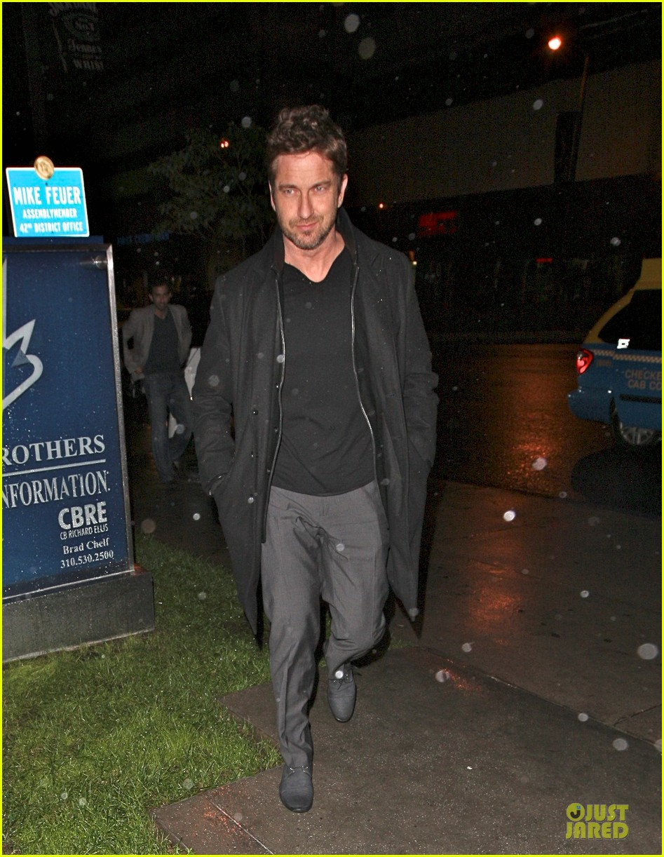 gerard butler wanted to spend his birthday in india 01