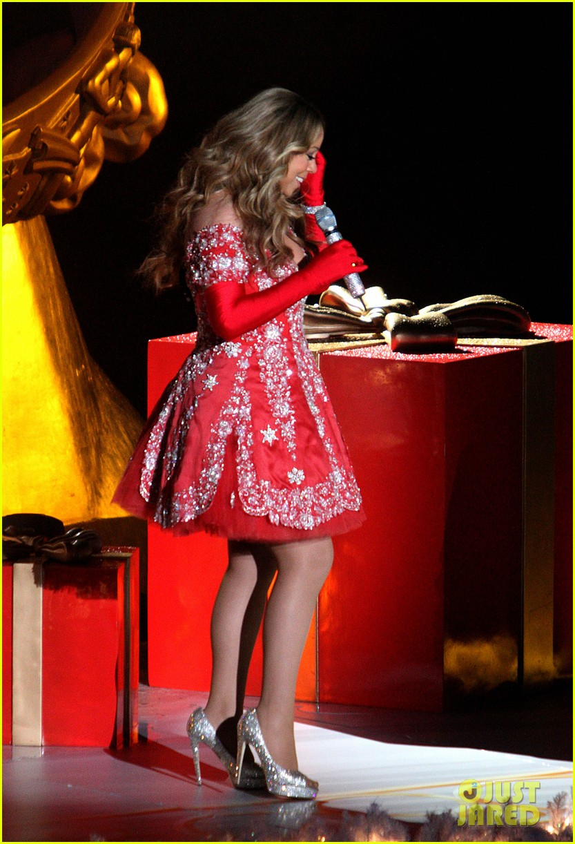 mariah carey rockefeller center tree lighting performance 12