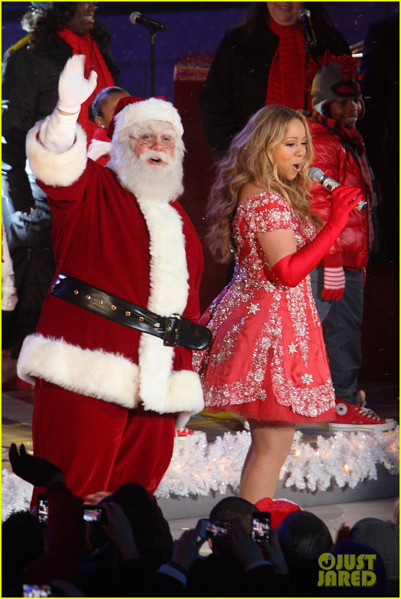 mariah carey rockefeller center tree lighting performance 17