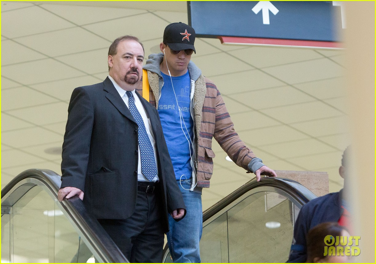 channing tatum thanksgiving day airport 01