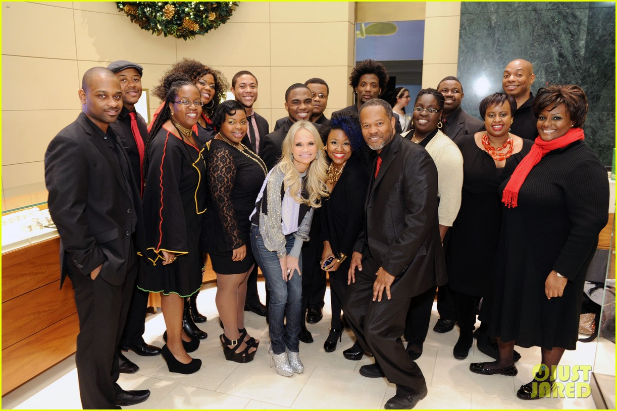 kristin chenoweth meets santa under the miseltoe 03
