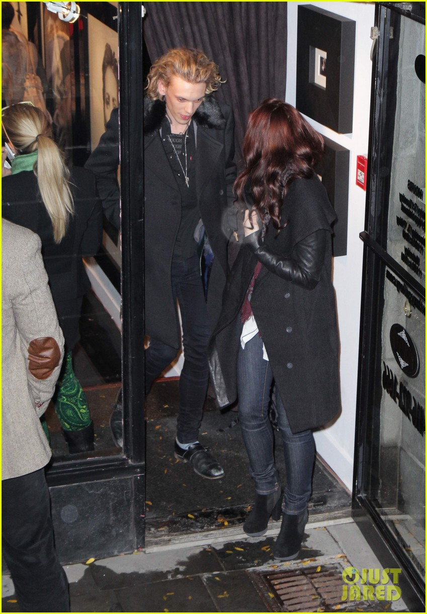Lily Collins & Jamie Campbell Bower: Gallery Viewing Date!