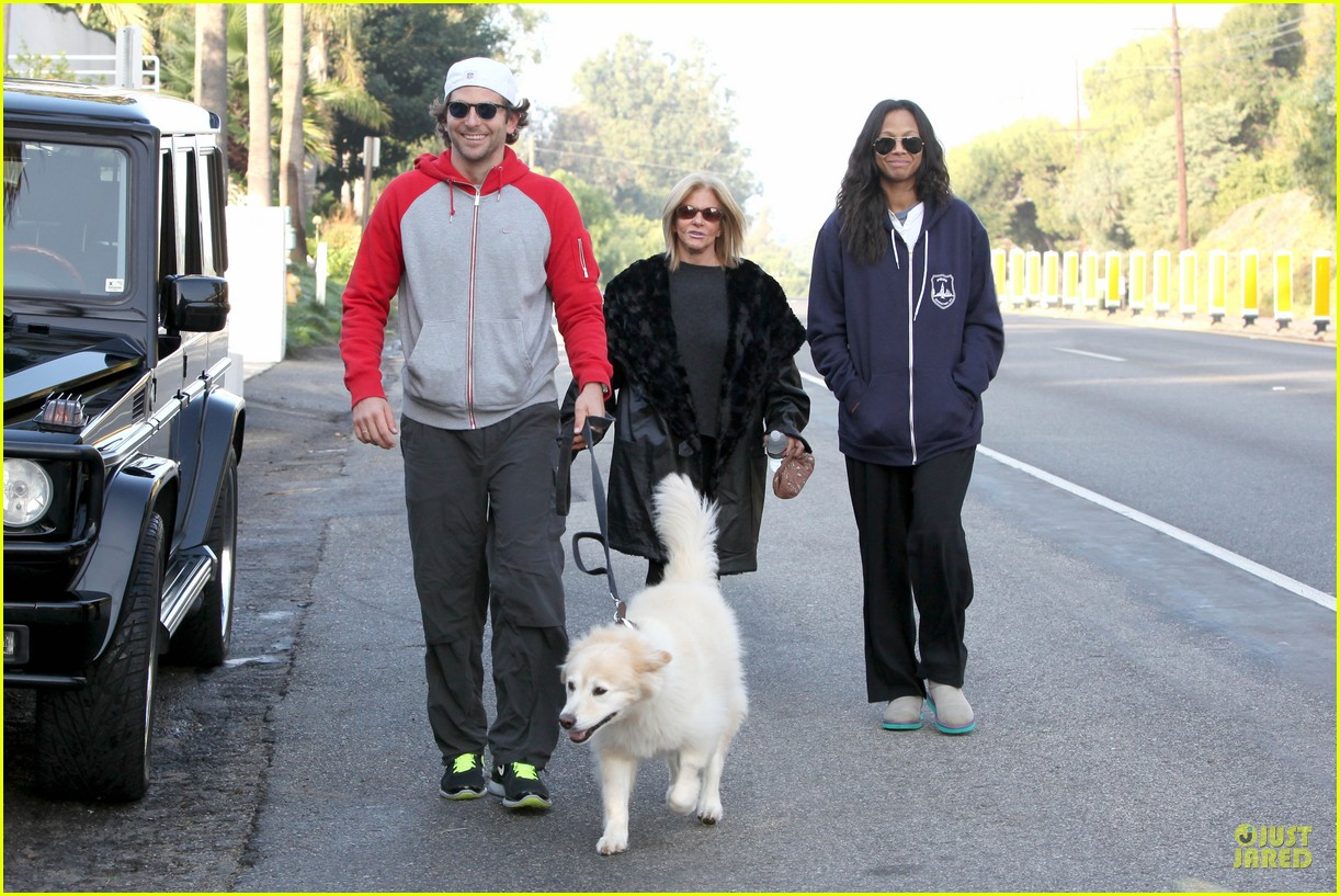 bradley cooper zoe saldana thanksgiving day outing 062763652
