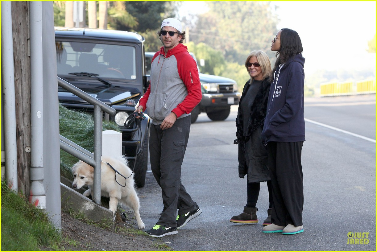 bradley cooper zoe saldana thanksgiving day outing 14
