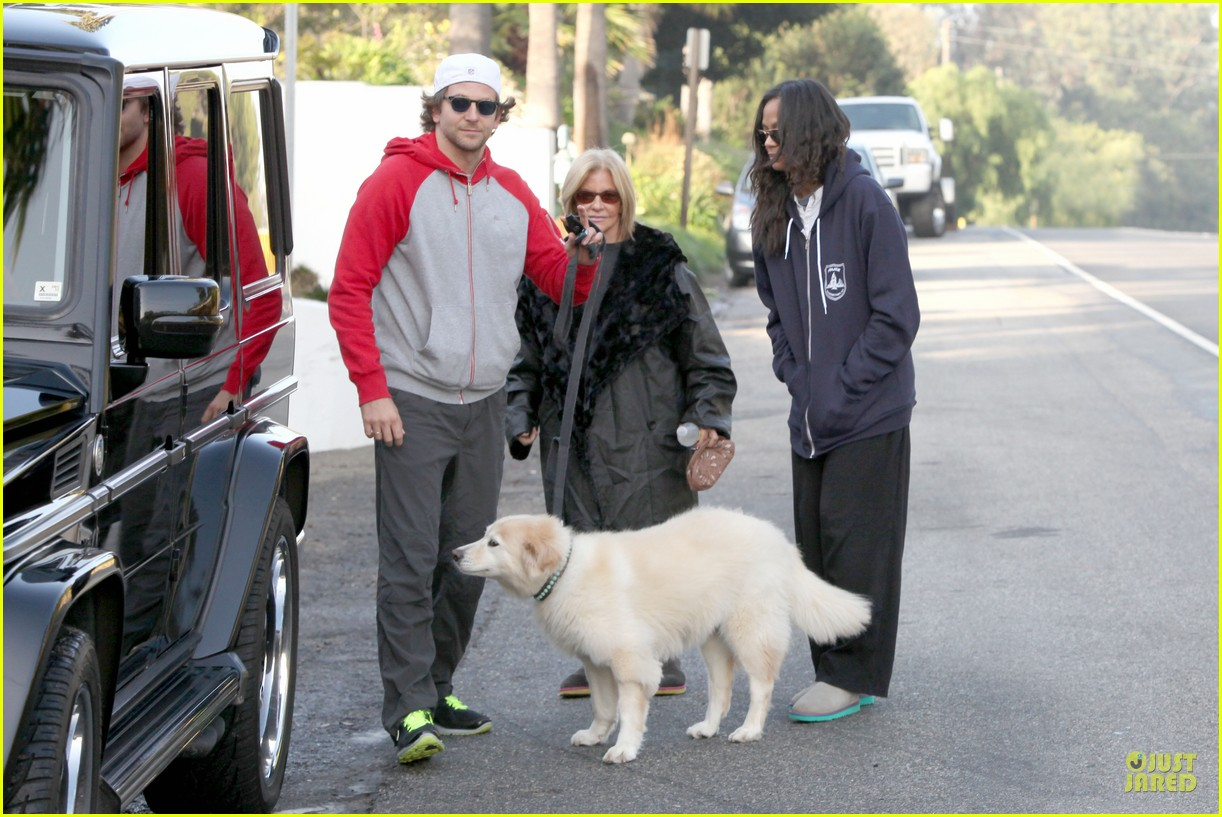 bradley cooper zoe saldana thanksgiving day outing 16